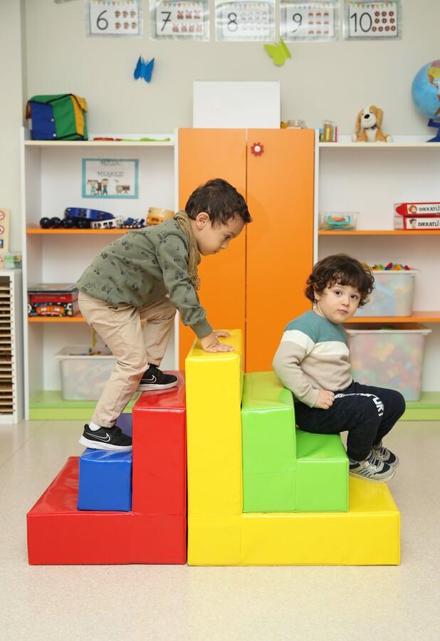İŞBİR - Sünger Merdiven Oyun Grubu
